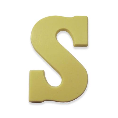 Letter S van witte chocolade