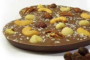Hart van melkchocolade met noten