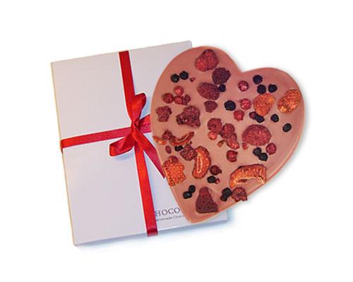 Ruby chocoladehart met rood fruit